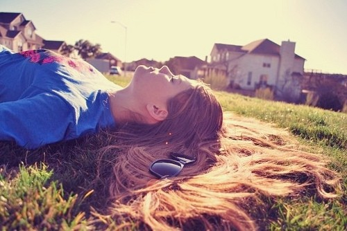 girl,miss,you,sun,vintage,grass,meditative-98d9e62341894ea5970c98e0b555caef_h