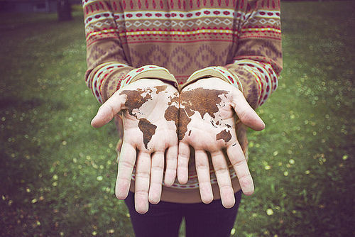 earth-hand-hands-hipster-photo-Favim.com-276562_large