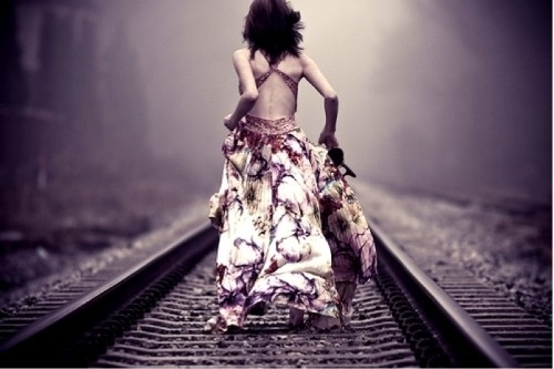 dim-dress-girl-running-train-track-Favim_com-118847_large