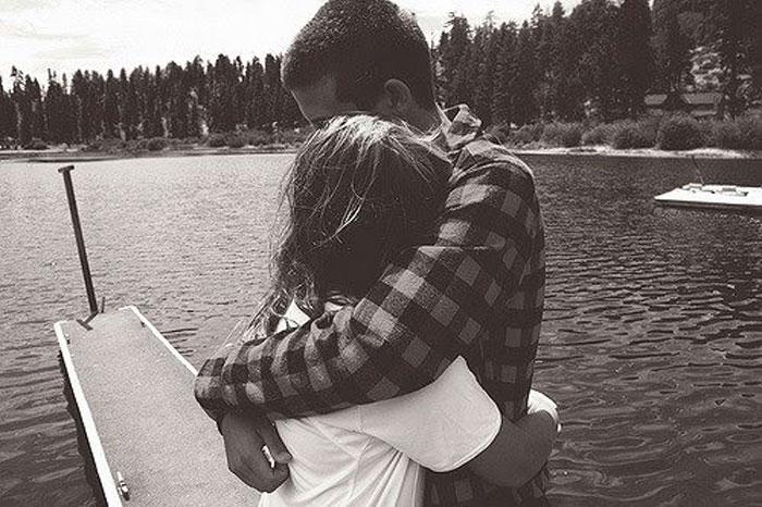 hug-weheartit[1]